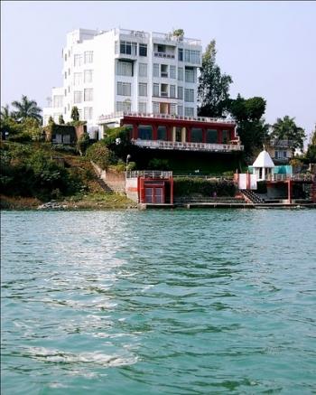 Ganga Kinare Photos