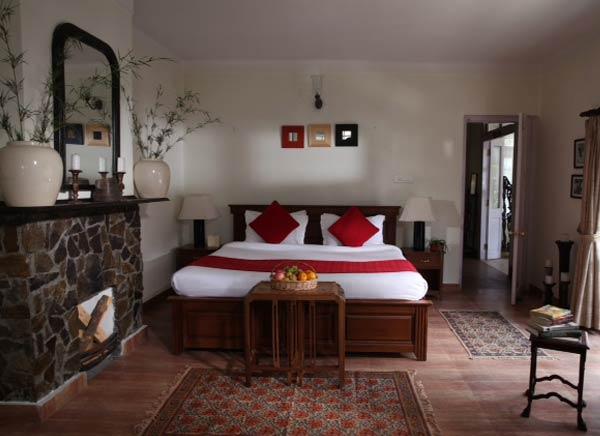Well decor bedroom silverdene inn photos uttarakhand for Well decorated bedroom