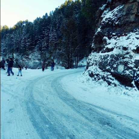 Roads in Dhanaulti after snowfall.