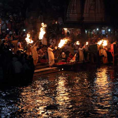 Ganga Aarti takes place on the ghat in the evening. A group of Brahmans hold huge fire bowls in their hands and offer their holy mantras to river Ganges