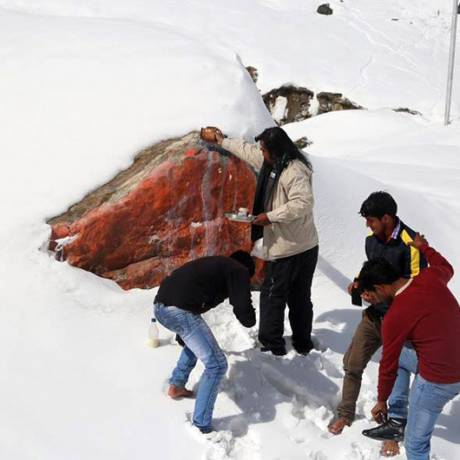 Big Rock which saved Kedarnath Temple is also being worshipped