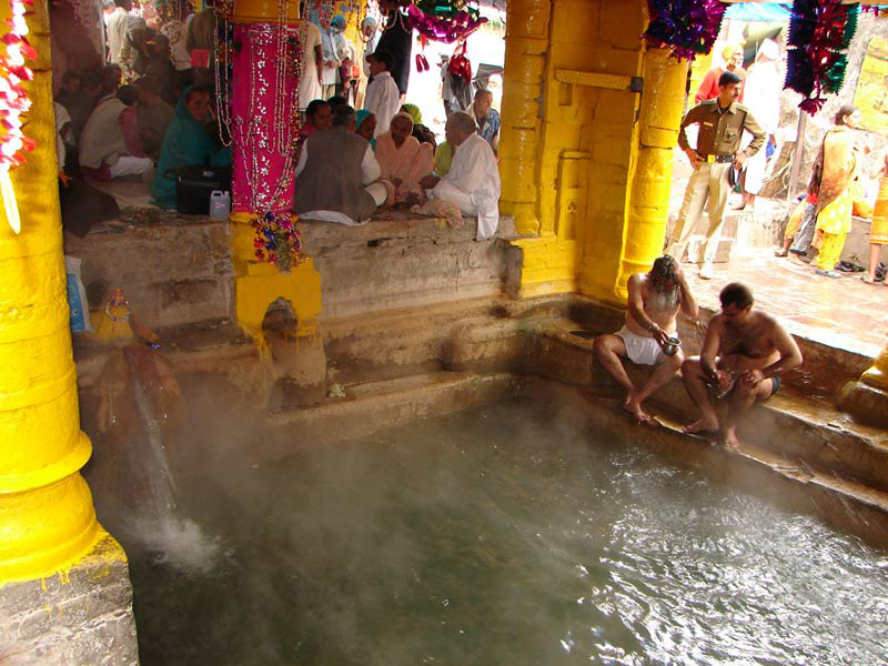 Tapta Kund Badrinath - Thermal Springs for Holy bath at Badrinath.