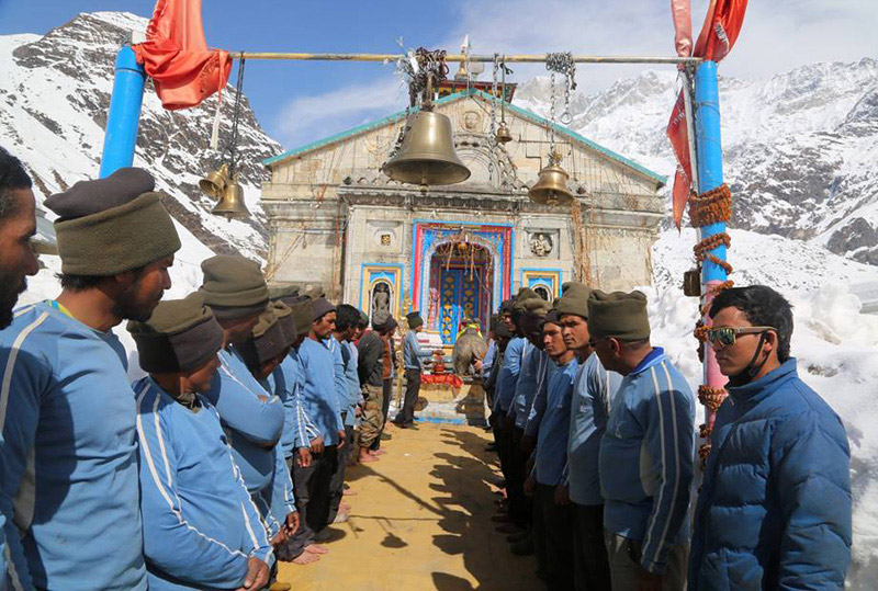 NIM Tem in front of Kedarnath Shrine